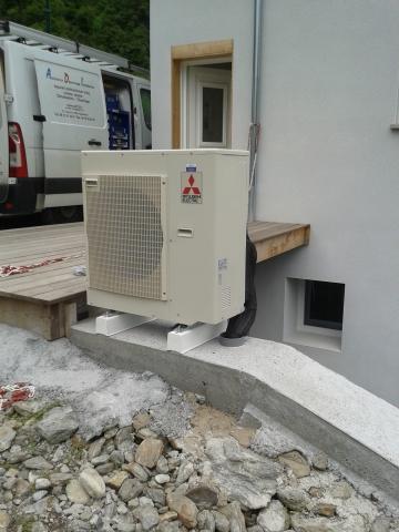Installation extérieure d'un climatiseur Mitsubishi
